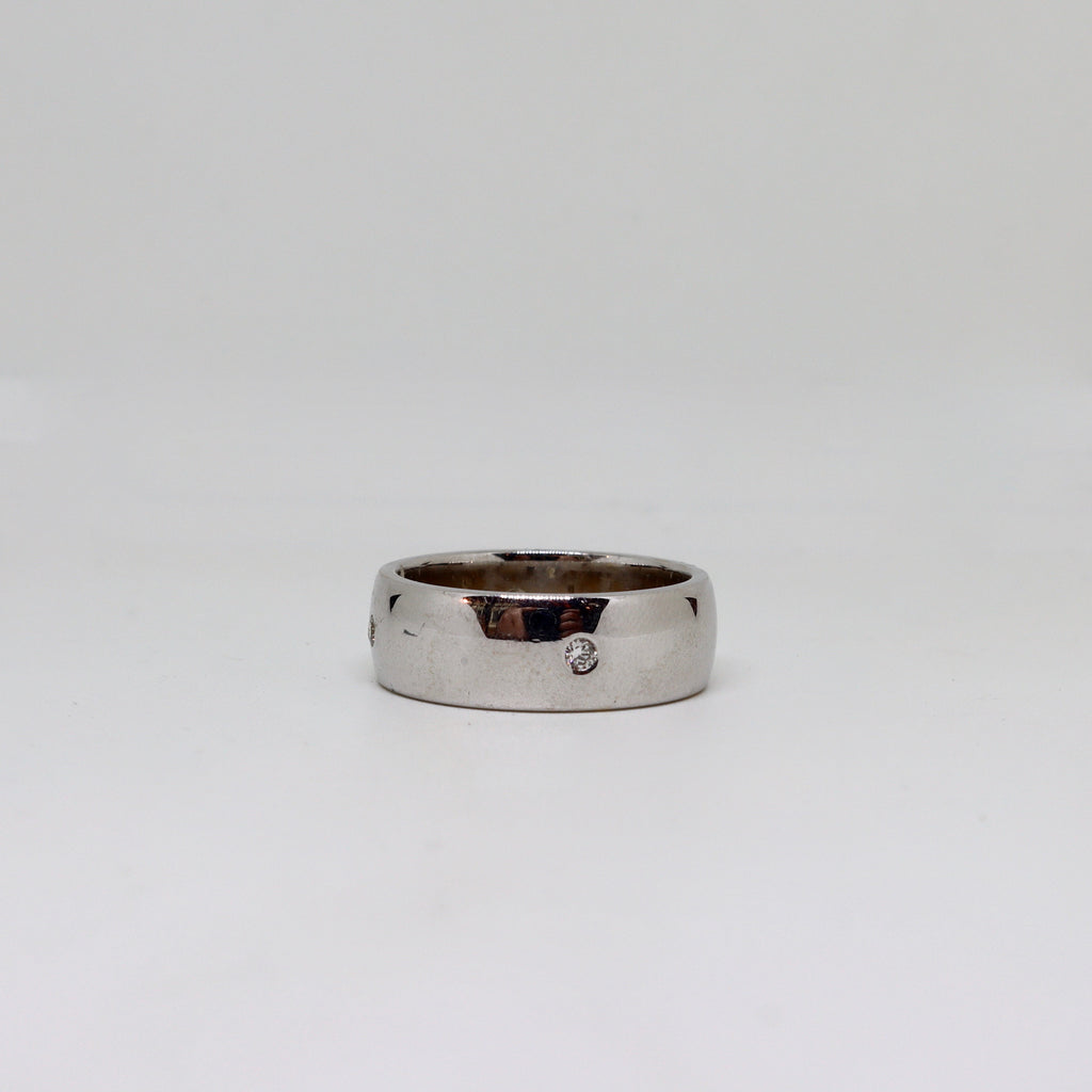 White gold polished finish with spaced out diamonds