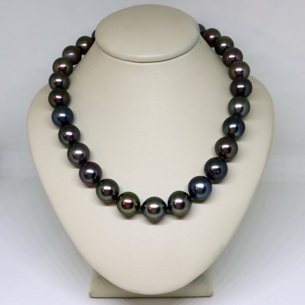 Black Tahitian pearl with 18ct brushed ball clasp