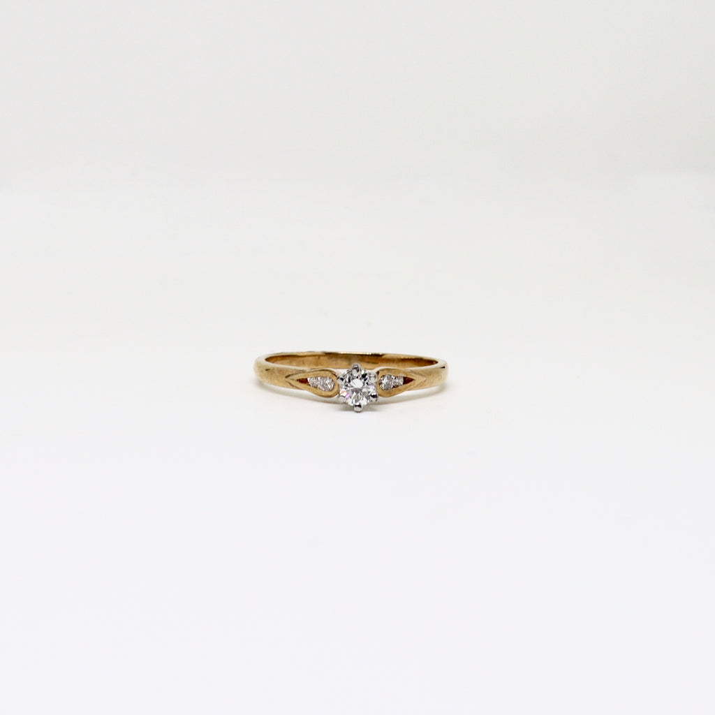 Illusion set solitaire diamond with diamond shoulders