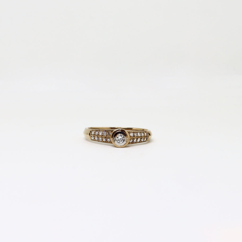 Diamond rub over ring with double diamond set channel shoulders
