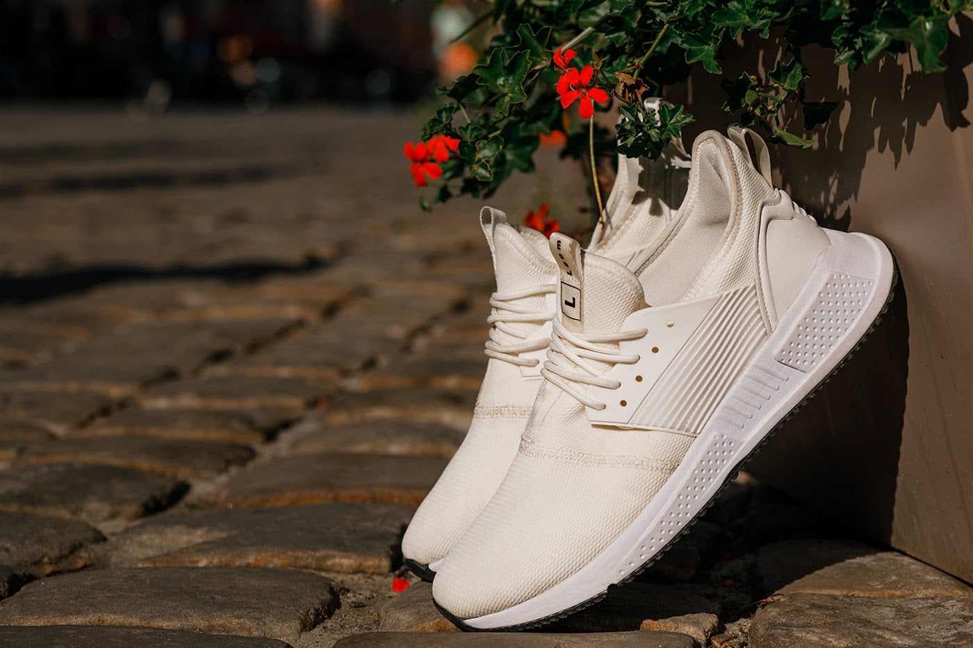 Beautiful-white-sneakers-street