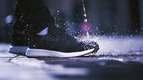 Black-waterproof-sneakers-men-water-splashing-street