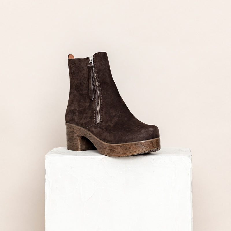 Moa Dark Brown- removable footbed