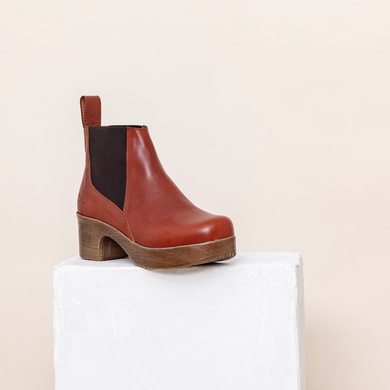 Saga Cognac- removable footbed