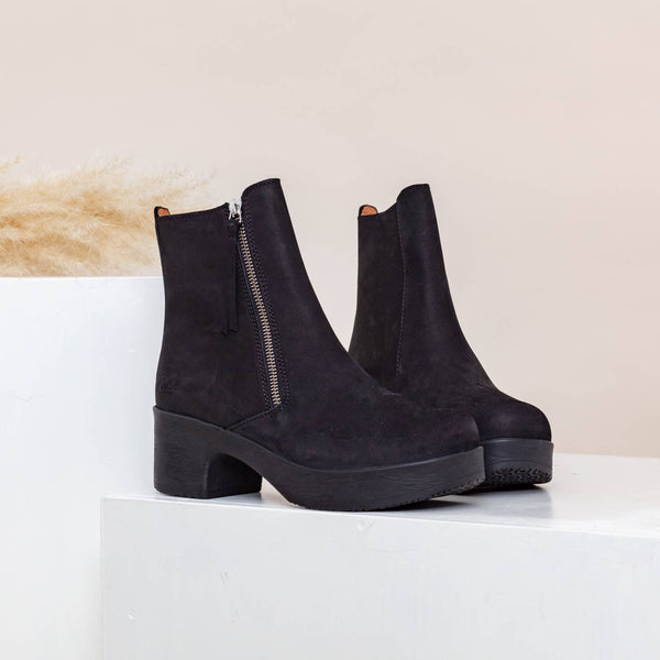 Moa Black Nubuck- removable footbed