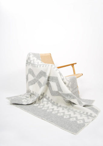 Diamond Pattern Icelandic Wool Throw - Black Sheep (White Light)