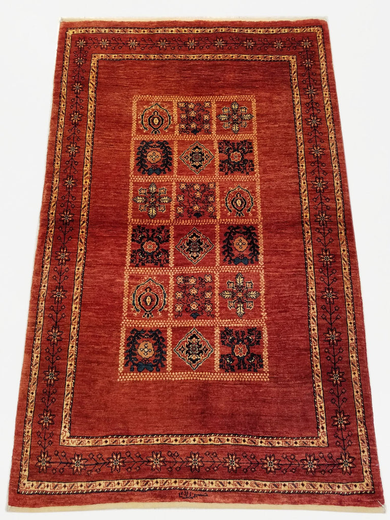 "3'5"" x 5'6""   Persian Kashkuli Rug Top View"