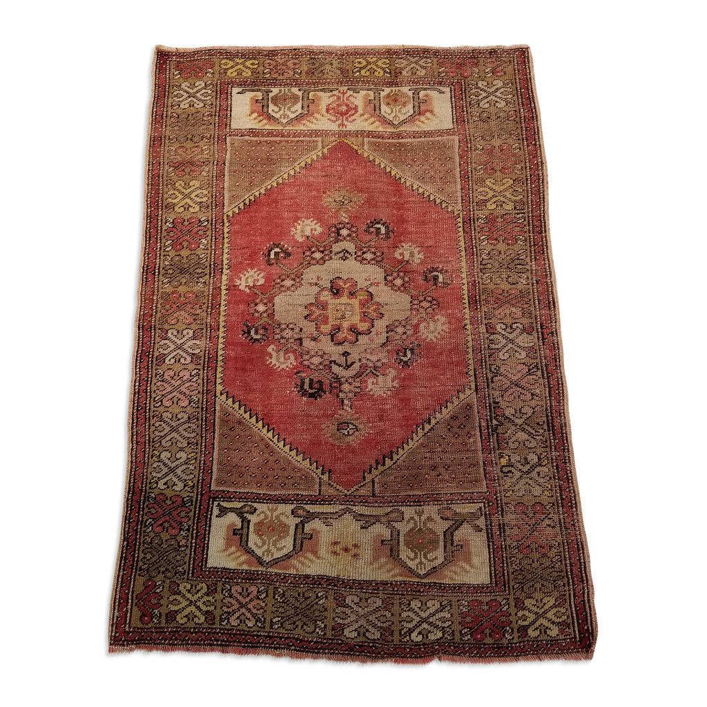 "2'9"" x 4'0""   Turkish Ortakoy Rug Angle View"