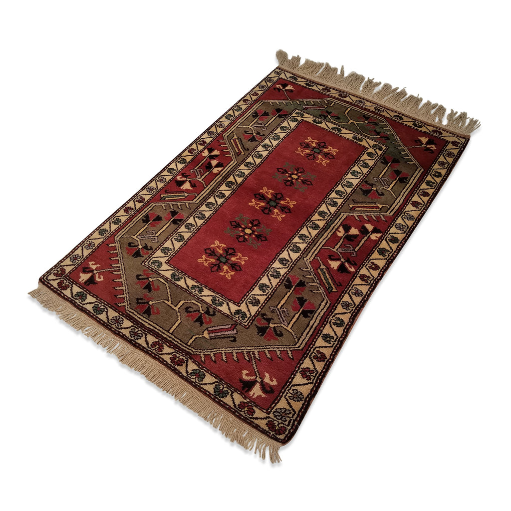 "3'2"" x 4'10""   Turkish Milas Rug Angle View"