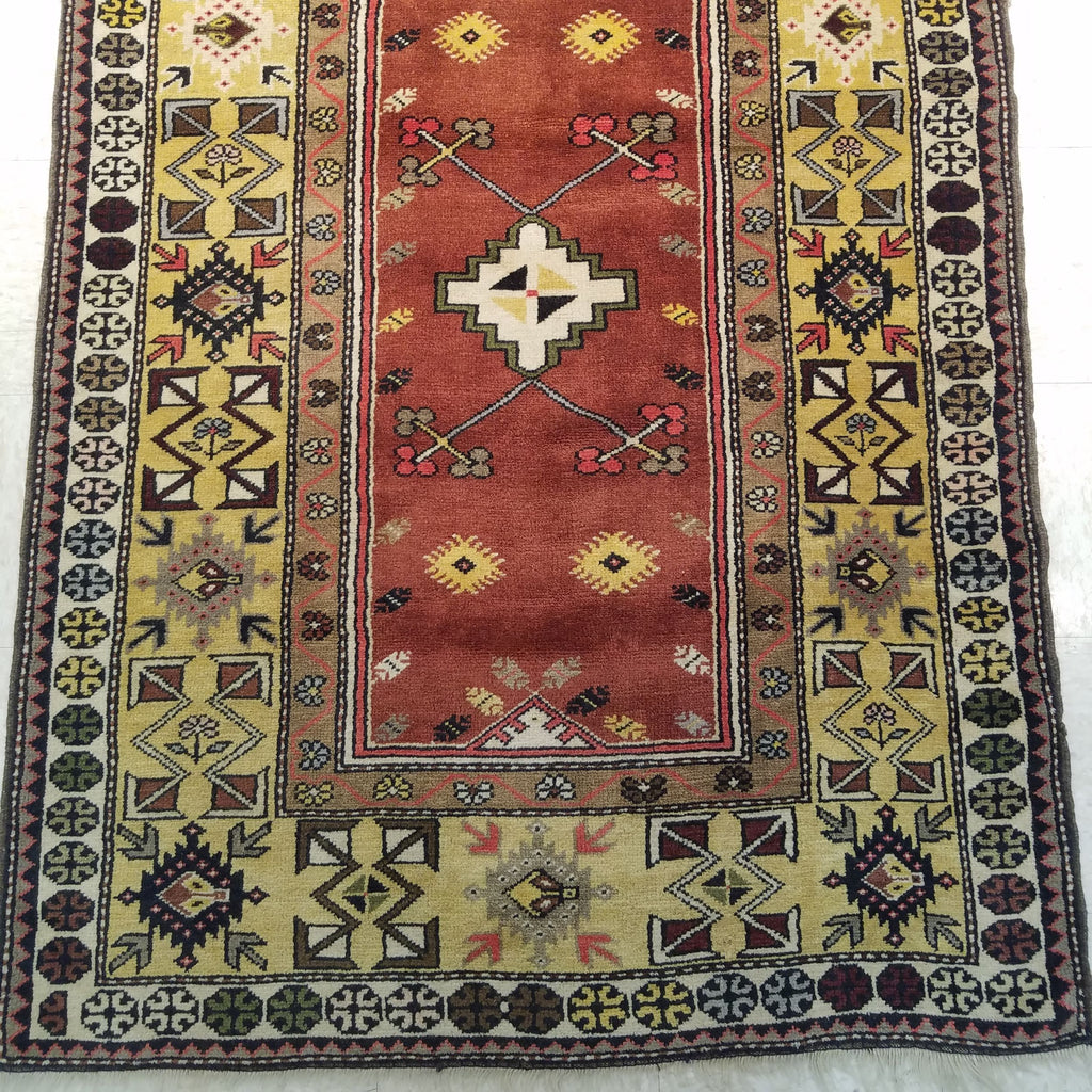 "3'11"" x 7'8""   Turkish Milas Rug Angle View"