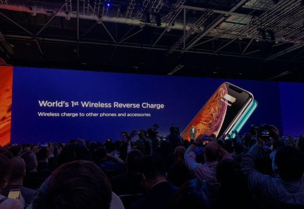 Huawei Mate 20 Pro Reverse Wireless Charging Presentation