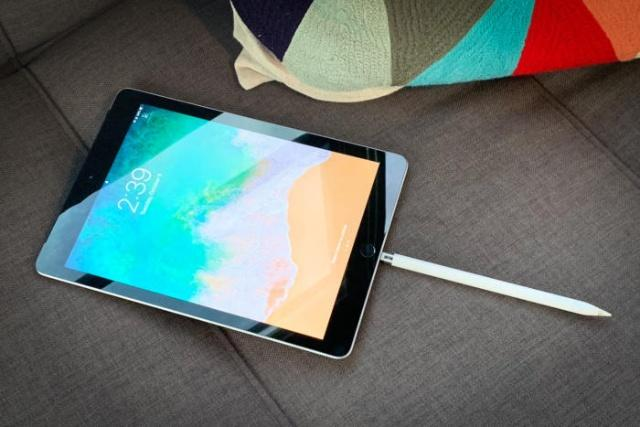 Charge Apple Pencil 2 with iPad Pro