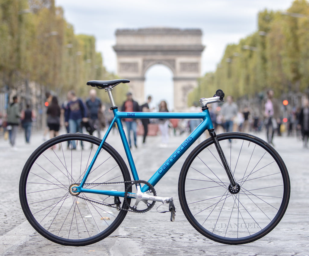 Fixed gear champs-elysee