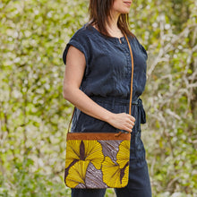 "Load image into Gallery viewer, Crossbody Purse- ""Amaryllis"""