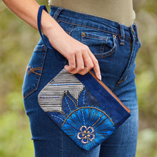 "Load image into Gallery viewer, Wristlet Purse- ""Asante Sana"""