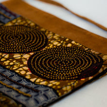 "Load image into Gallery viewer, Wristlet Purse- ""Pamoja"""