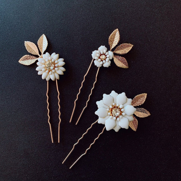 boho white Flower Hair pins set, Set of flower hair pins, Wedding flower hair clip, White wedding Flower hair piece, White flower hair pins for bridesmaid