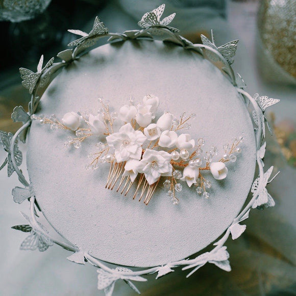 White clay flower bridal hair piece, Bridal hair comb, Wedding hair accessory, Gold wedding hair clip, white Floral hair vine