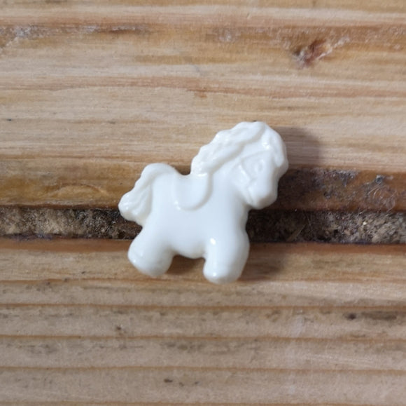 Pony button (white)