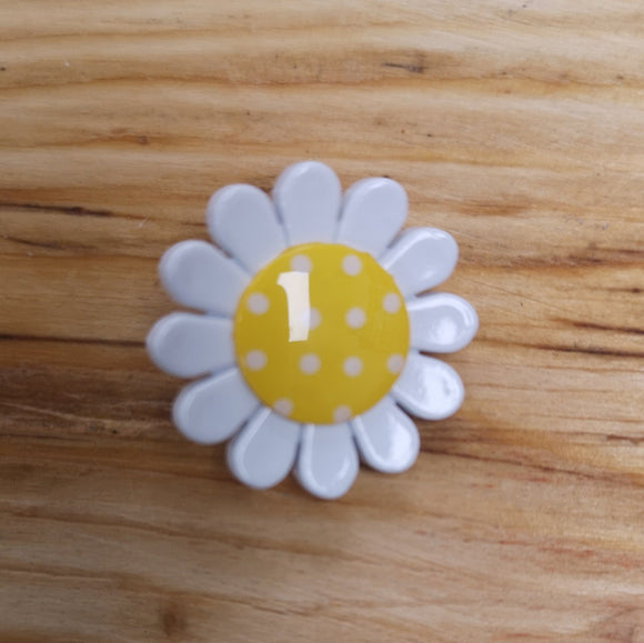 Daisy Button (G439635)