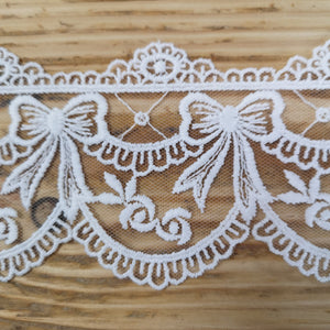 Embroidered lace bows - white 70mm