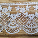 Embroidered lace, fan and scallop - 92mm white