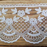 Embroidered lace, fan and scallop - 92mm ivory