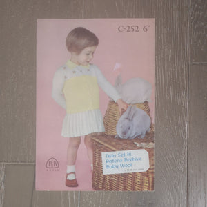 Knitting Pattern: Double Knitting - Patons & Beehive Baby Wool C-252