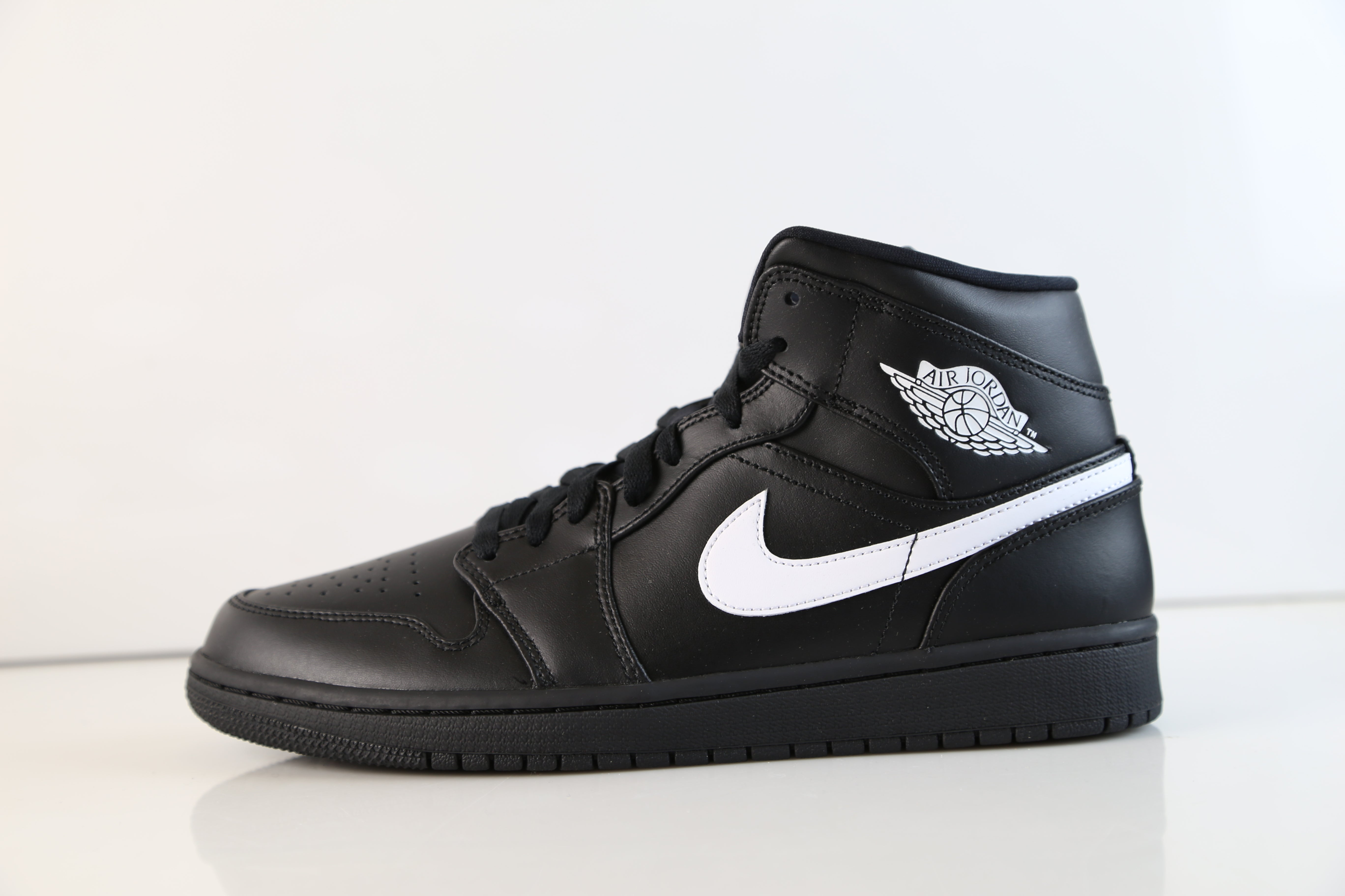 los angeles b32d3 f1850 Nike Air Jordan Retro 1 Mid Black White 554724-049   Zadehkicks