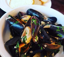 Load image into Gallery viewer, LIVE MEDITERRANEAN MUSSELS 5 LB BAG