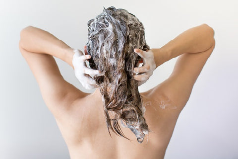 rinsing-hair-technique-dermaessentia