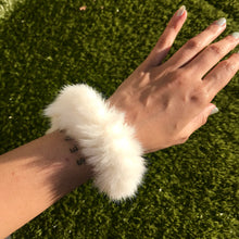 Load image into Gallery viewer, fuax fur scrunchie