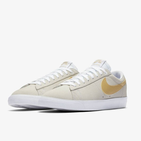 NIKE SB ZOOM BLAZER LOW GT SHOES - WHITE / CLUB GOLD