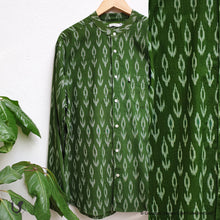 Load image into Gallery viewer, GREEN IKAT (full sleeves)