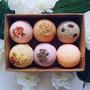 Fizzy Aromatic Bath Bomb with Lavender Buds (75g Each) - Pack of 6 - aaranyam.com