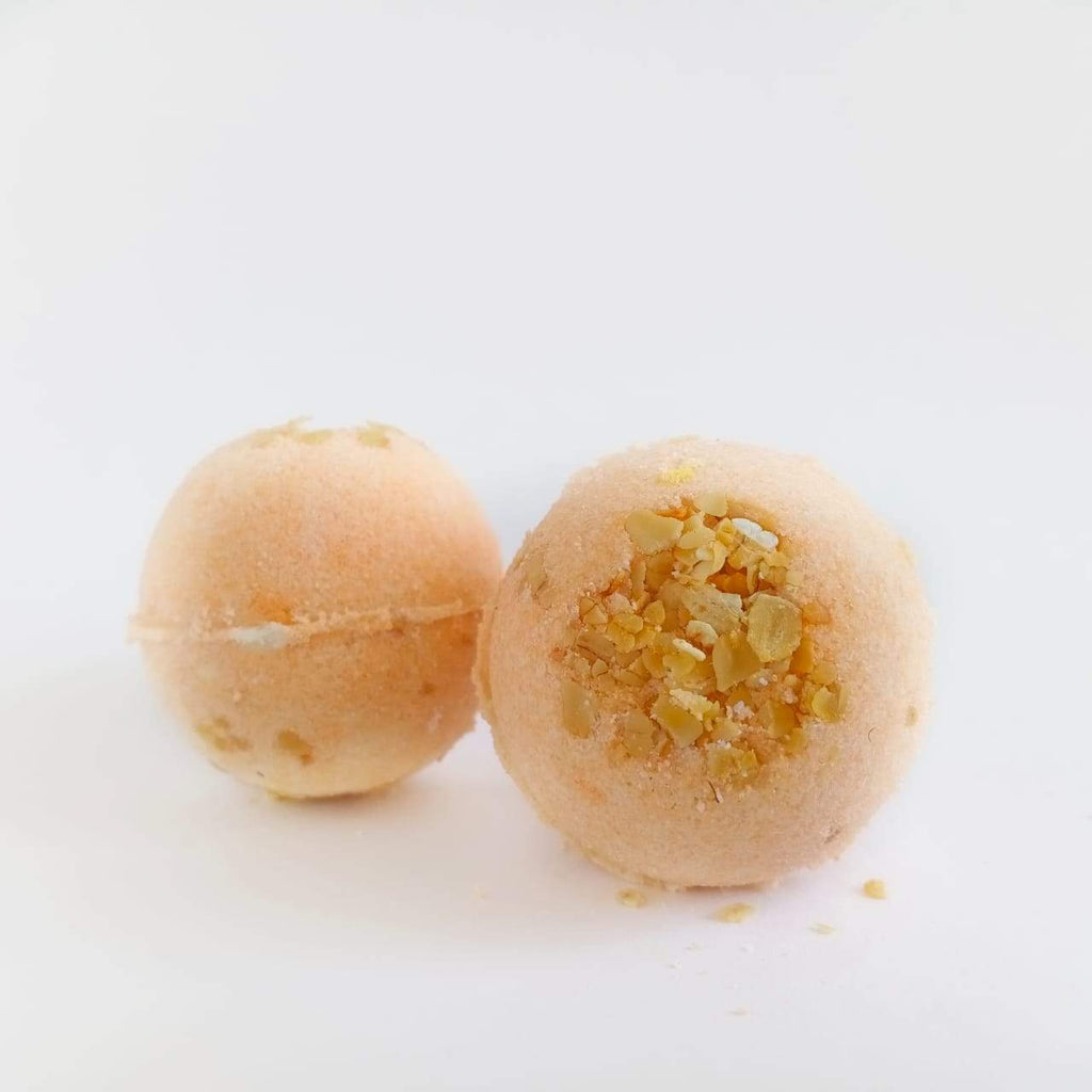 Hydrating Oats Bath Bomb-Fizzy Aromatic Bath Bomb with Oats (75g Each) - Pack of 3 - aaranyam.com