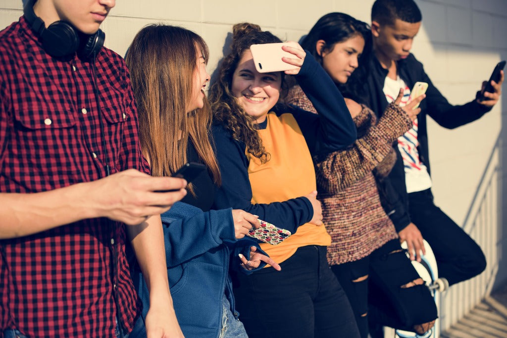 How Using Social Media Affects Teenagers
