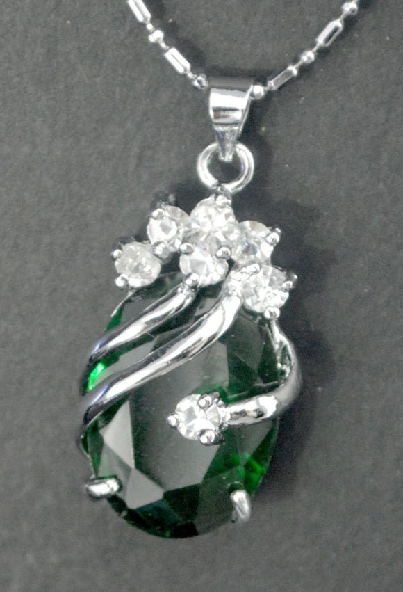 Beautiful dark green crystal pendant necklace
