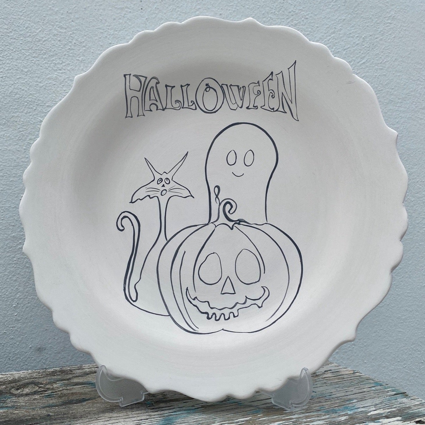 Scalloped aged Plate with Jack o Lantern & Pumpkin