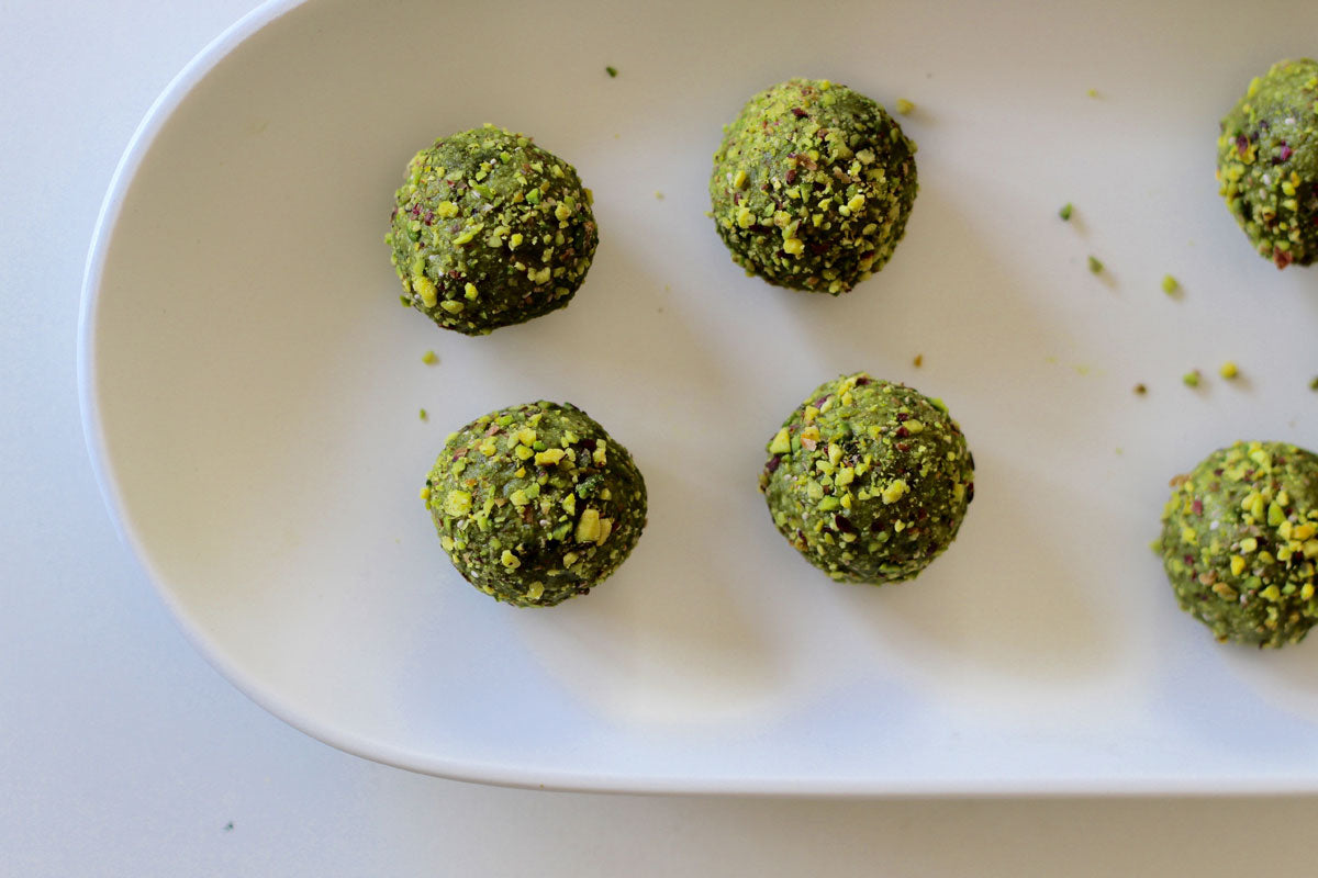 A Healthy Matcha Recipe Pistachio Coconut Balls The Energy Ball Cup Oat 1 2 Pistachios Desiccated 4 Rice Malt Syrup 3 Tablespoons Oil Teaspoons Powder Finely Chopped