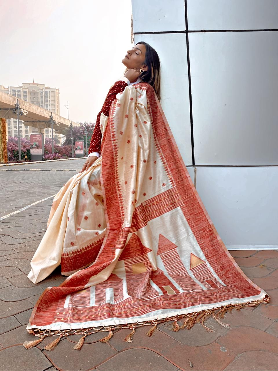 Shlokaa 1 - Cream and Red Jamdani Woven Saree