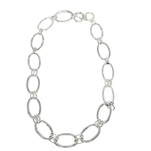 "Discover eye-catching, straight-off-the-runway inspired pieces. One statement piece, infinite possibilities…  Merx Modern is exclusively designed and handmade in Canada.  This trendy chain short necklace is simple yet elegant to wear with any of your outfits.   This necklace length is 20"" with a toggle clasp"
