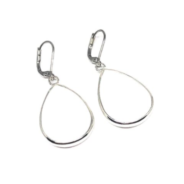 These handcrafted white collection earrings are made with genuine white agate.    The finishings are all white gold plated.   Earrings are 1.5 inches in length   Lead, nickel free and tarnish resistant   These earrings have a frenchback closure.   Designed and handcrafted by Canadian Artisan