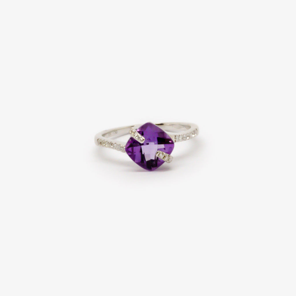 Jordans Jewellers 18ct white gold amethyst and diamond ring