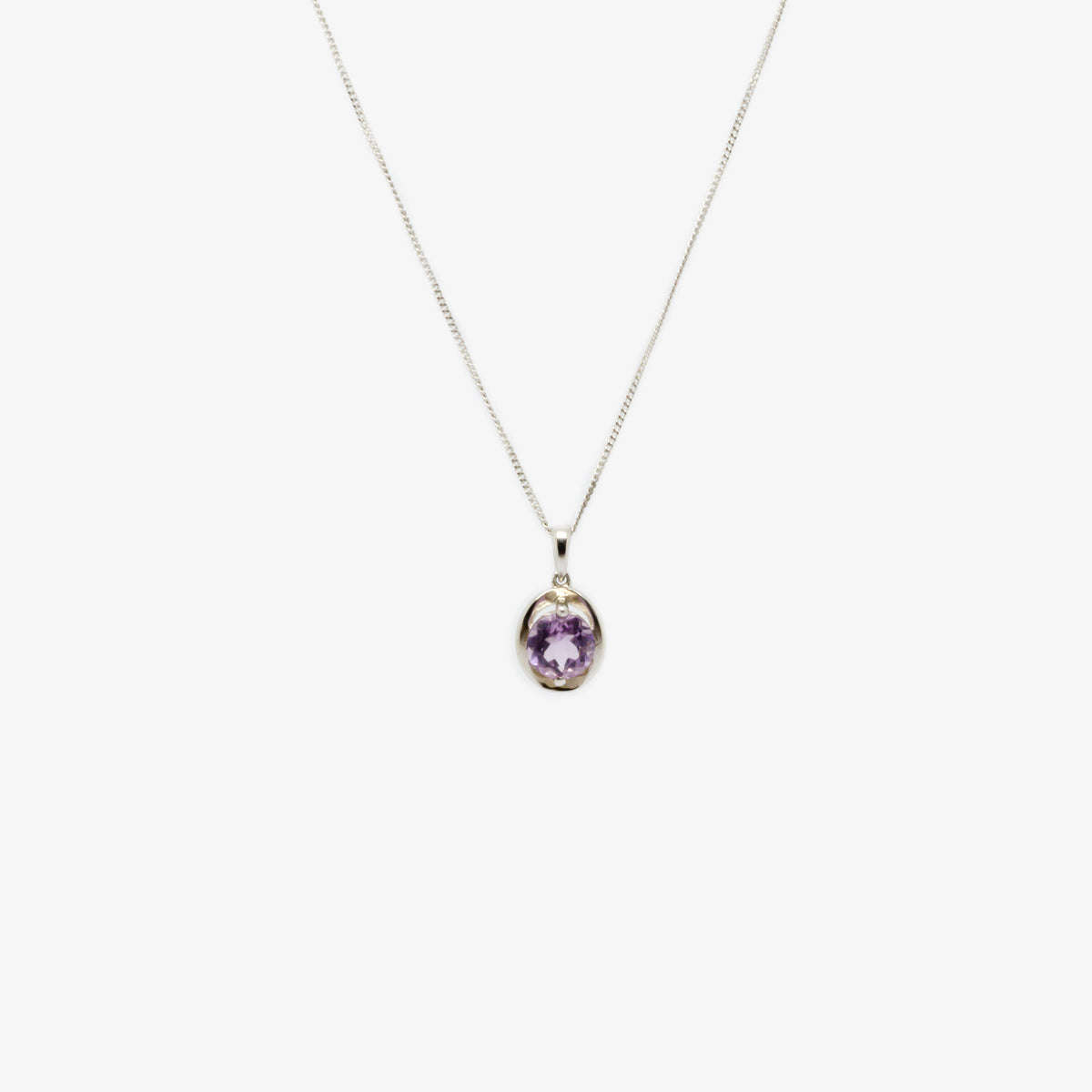 Front picture of the silver amethyst oval pendant necklace.