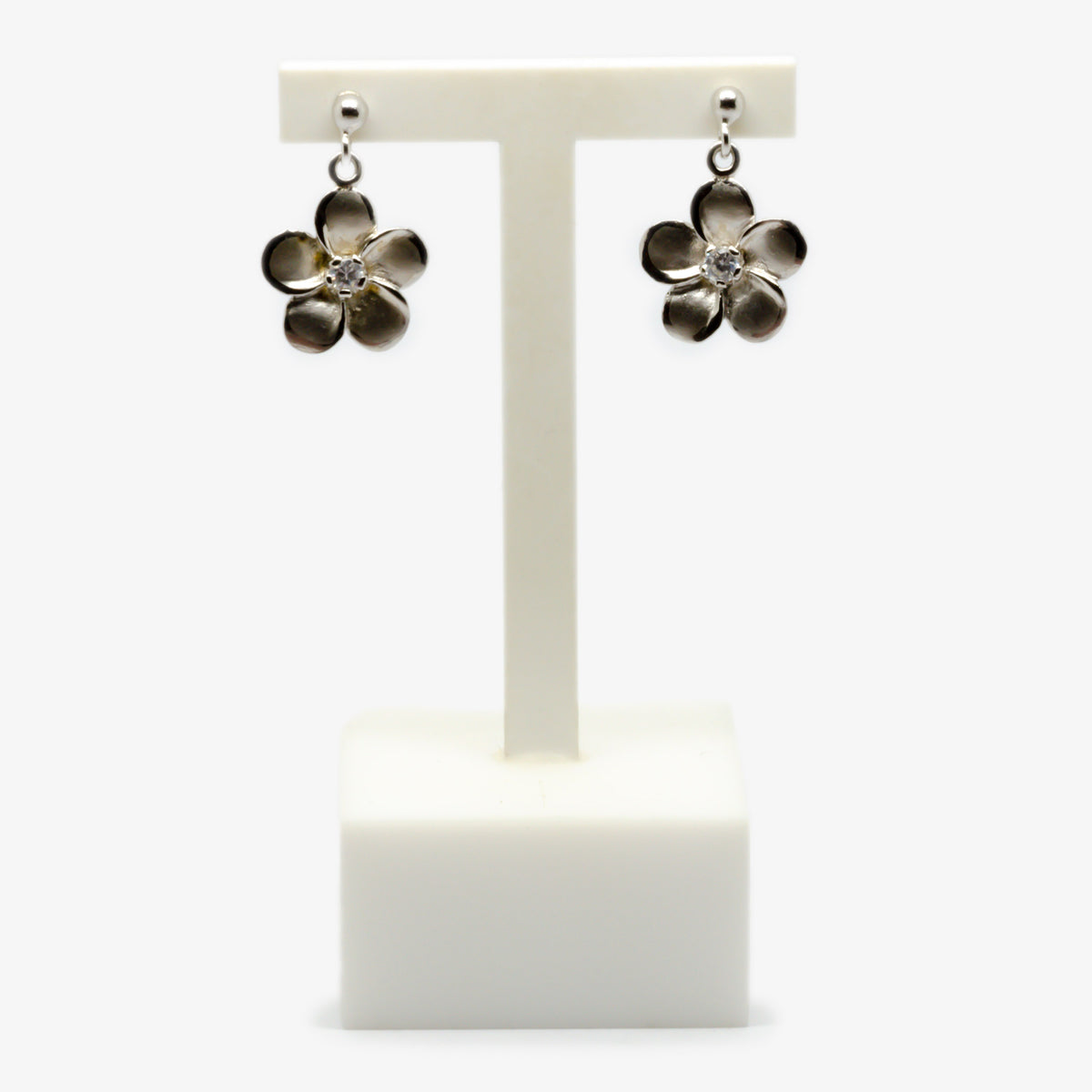 Front view picture of the silver flower earrings.