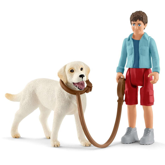 SCHLEICH Walking with Labrador retriever