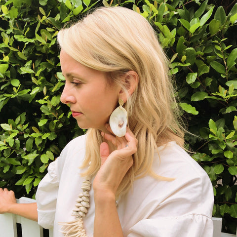 MARINA OYSTER SHELL EARRINGS