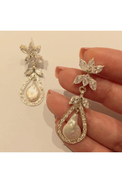 Pearl dangling earrings. - Meraki