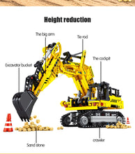 Load image into Gallery viewer, City Engineering Crane Building Blocks Construction Toy 665 pcs + 3 dolls